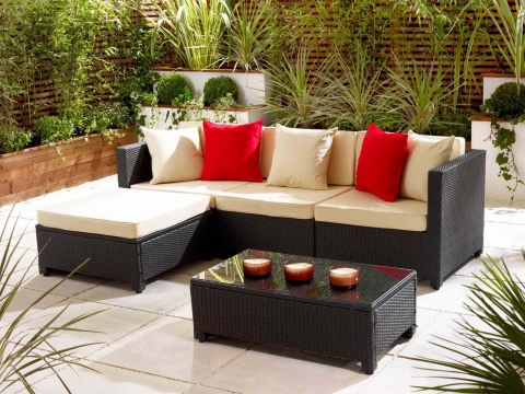 Choosing garden furniture the right way