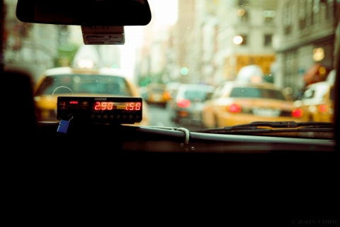 Reasons why businesspersons should book a taxi in advance when travelling